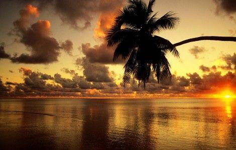 Walpaper gratis de un atardecer en la playa, en HD.
