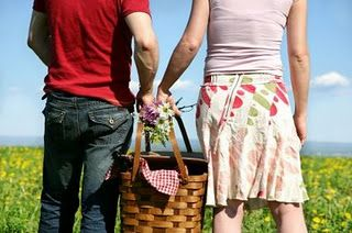 Ideas for different types of romantic picnics!