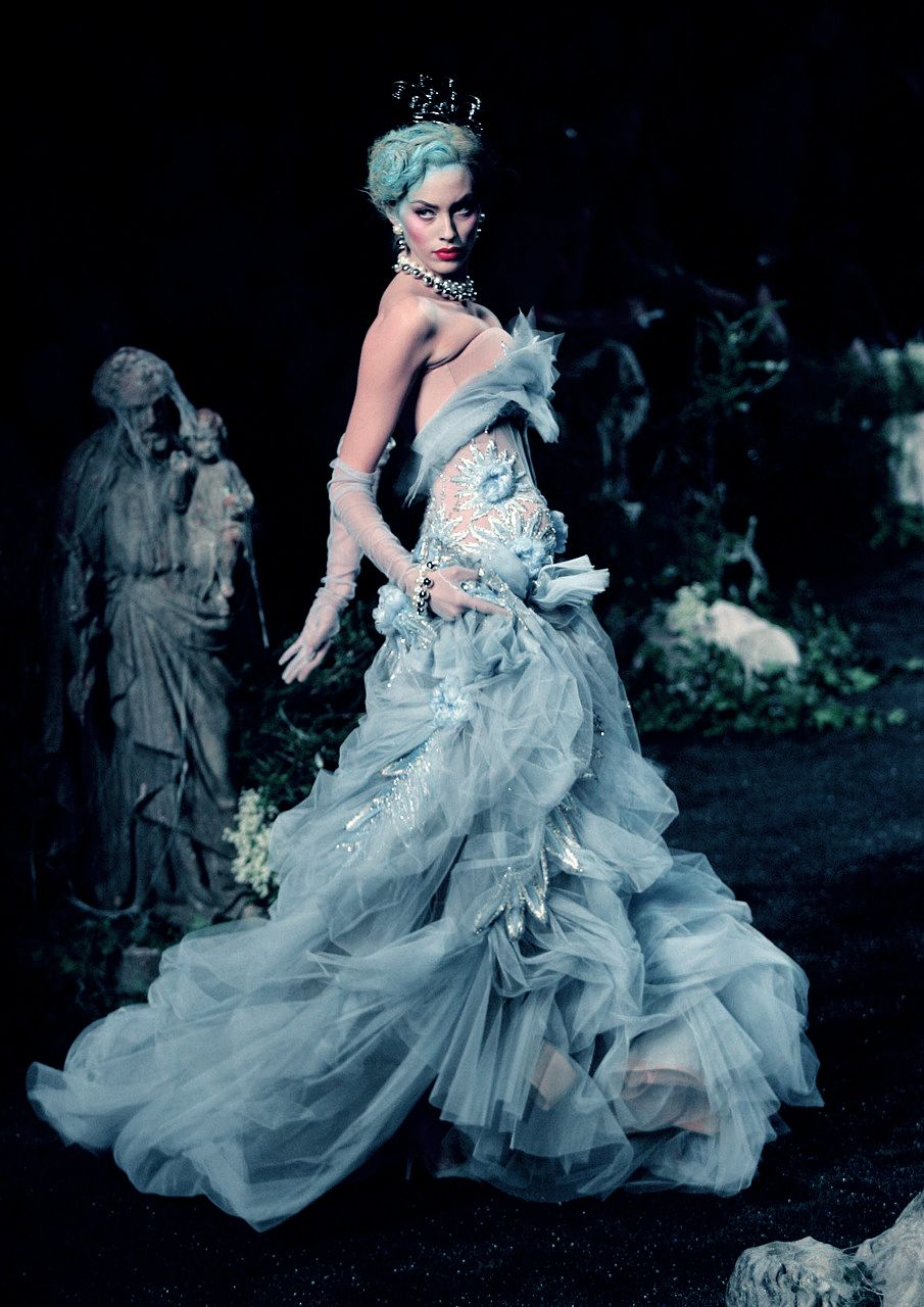 The Glamorous Blues- John Galliano for Christian Dior Fall Winter 2005 Haute Couture jaglady