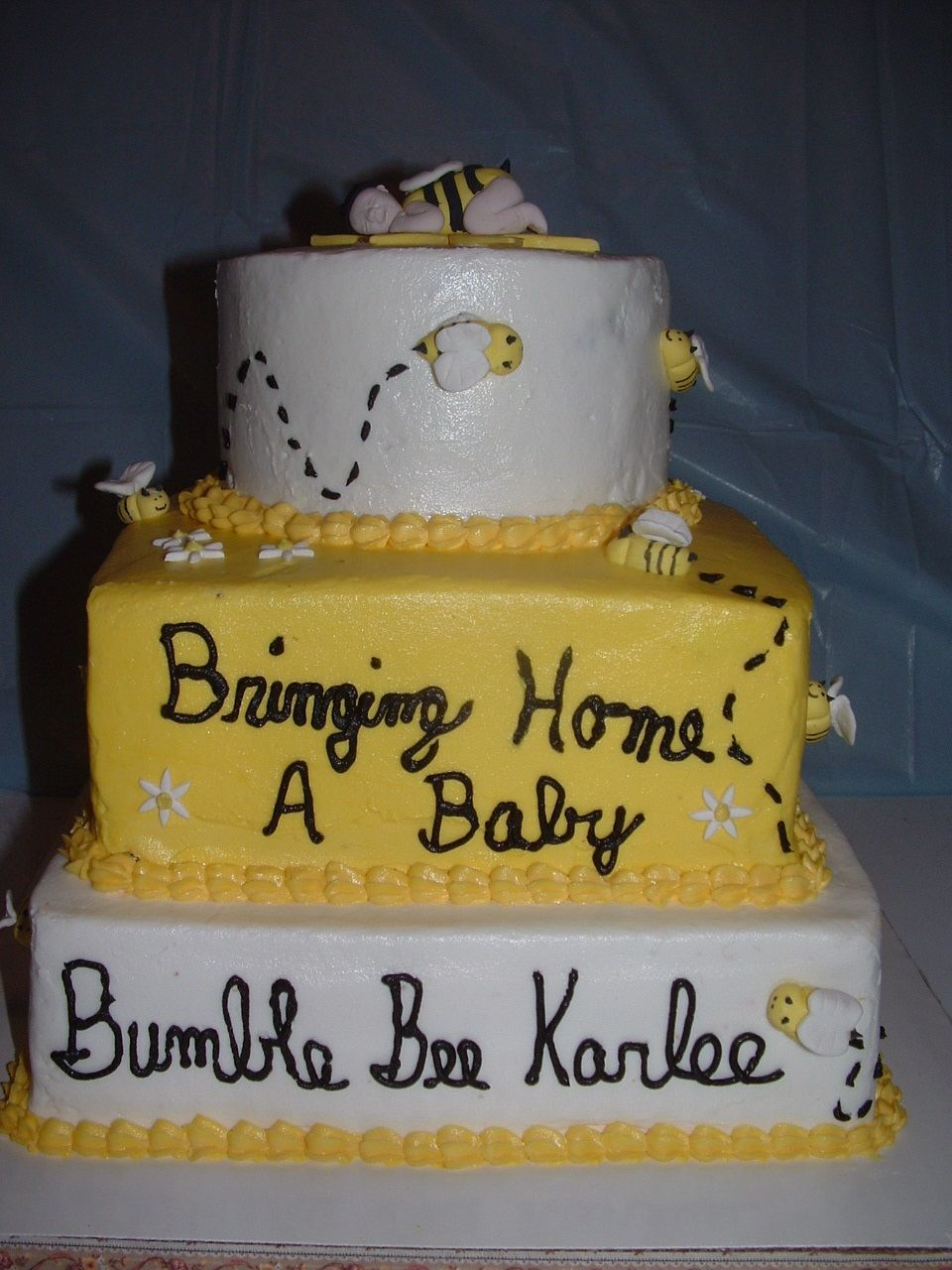 Baby Bumble Bee baby shower cake