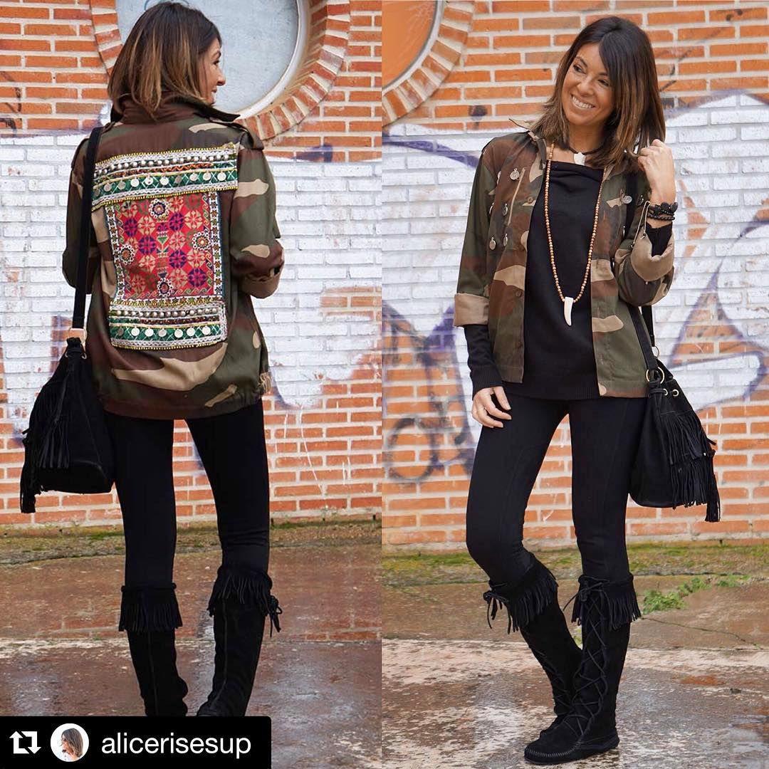 Os mostramos el look completo de Alicia @alicerisesup ¡Con nuestra #Armyjacket customizada! Le queda genial...    #armyjacket #tendencias #moda #fashion #bebohochic #boho #bohochic #bohostyle #chic #inlove