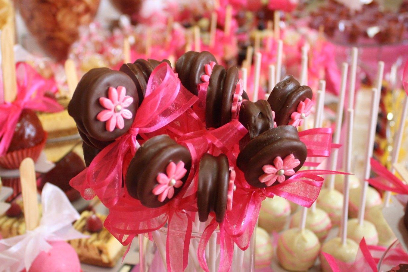Mesa de dulces para bautizo ni a paletas oreo bautizos for Mesa de dulces para bautizo de nina