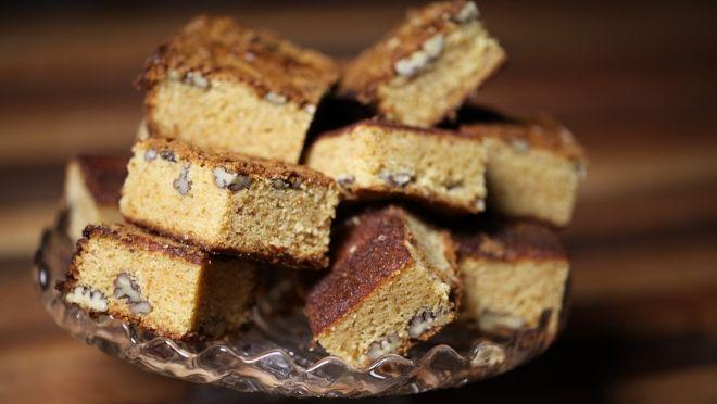 Biraz beyaz çikolata, biraz vanilya ve biraz ceviz bu soğuk havanın şokunu atlatmana yardımcı olacaktır. Günün tarifi beyaz çikolatalı ve vanilyalı kek! http://www.24kitchen.com.tr/tarifler/beyaz-cikolatali-ve-vanilyali-kek
