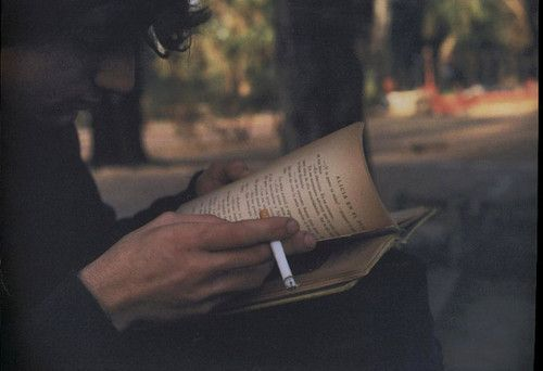 Buch und Zigarette ... alte Sehnsüchte!