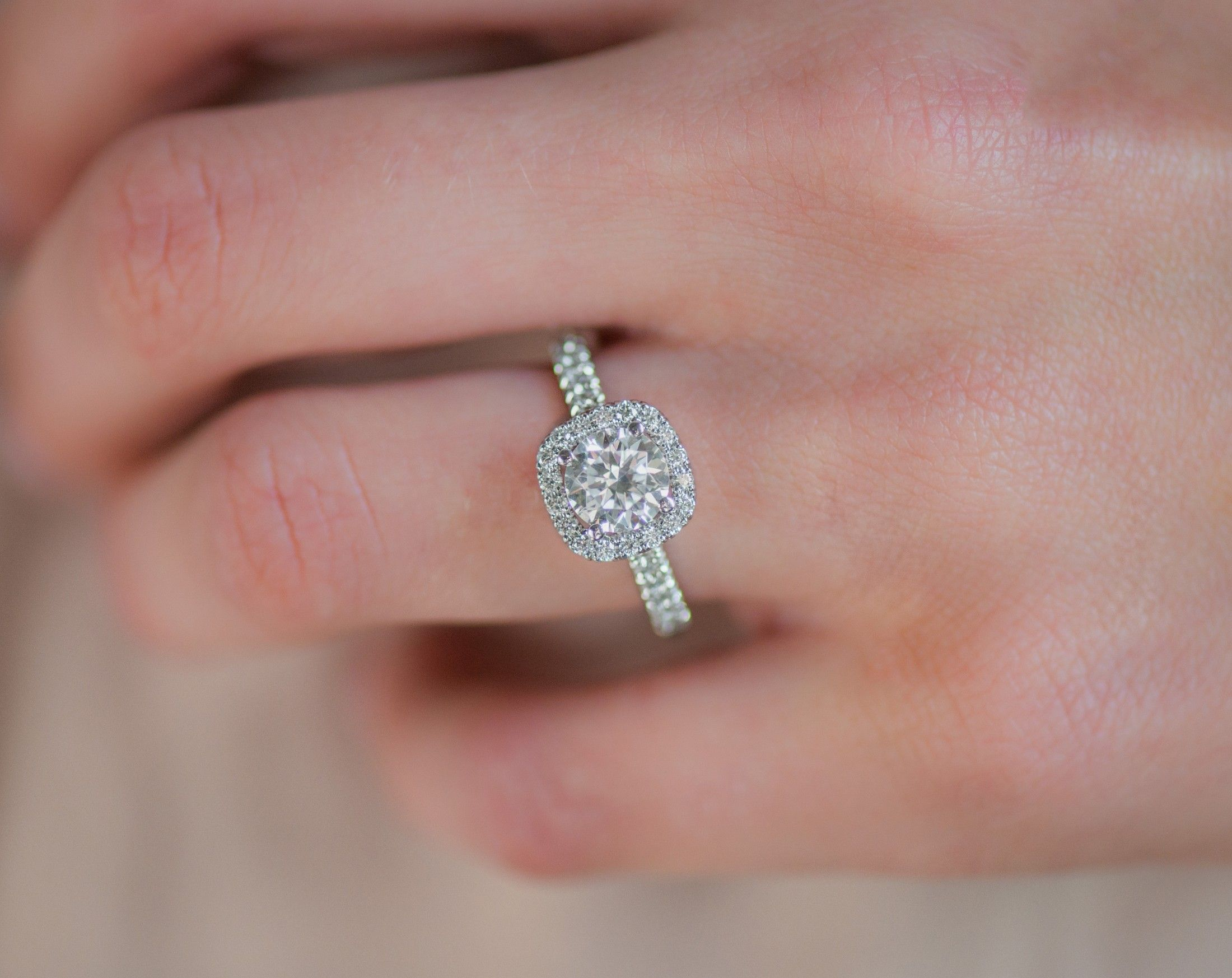 ad] Make sure you wow her with your proposal! James Allen engagement ...