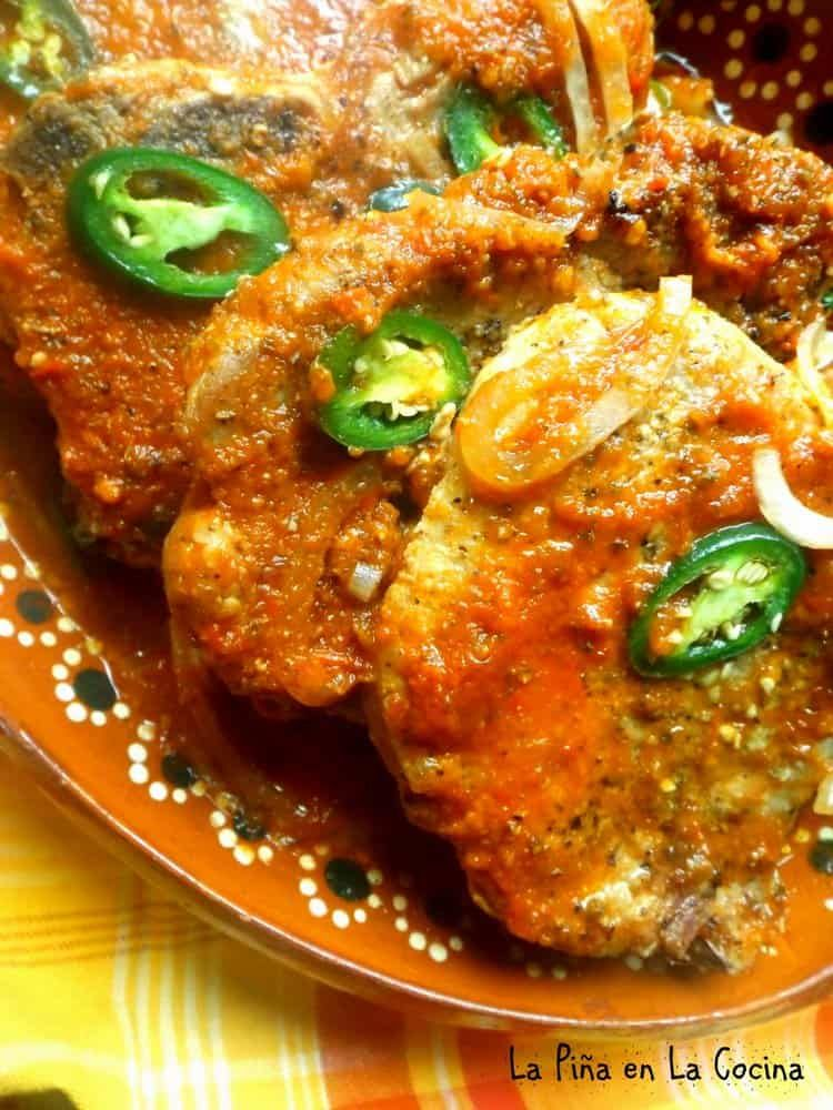 Chuletas De Puerco En Salsa Pork Chops Braised In A Fresh Tomato Salsa Pork Loin Chops Recipes Mexican Food Recipes Authentic Mexican Food Recipes