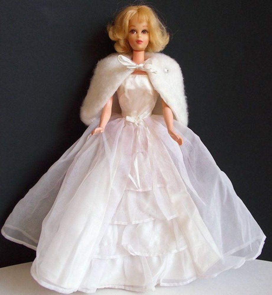 PHOTOS: 54 Years Of Bridal Barbies | Puppen