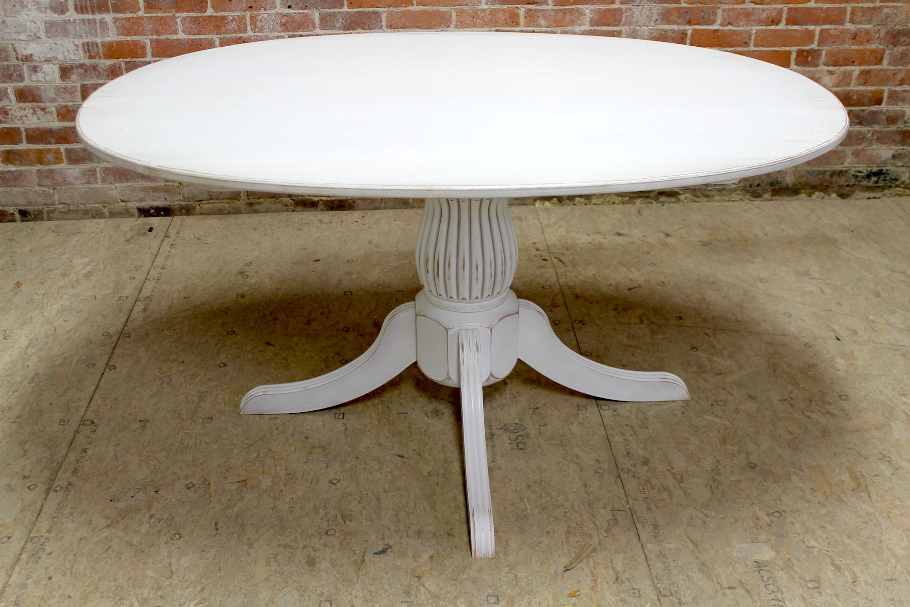 Exceptionnel White Oval Table With Fluted Pedestal6