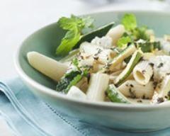 Salade de courgettes et de pâtes à la menthe