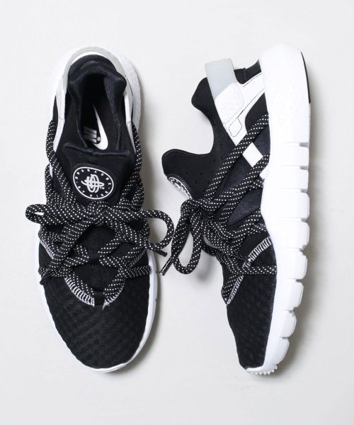 Tendance Chausseurs Femme 2017 NIKE Huarache NM Dotted Laces SOLETOPIA