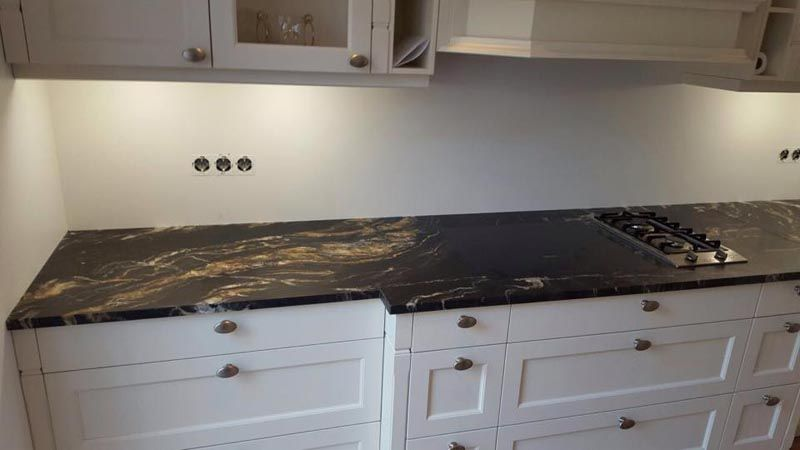 diese #granit #arbeitsplatte passt einfach perfekt in der küche