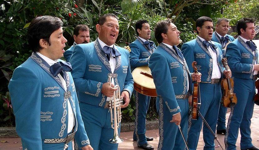 Vestimenta De Los Charros O Mariachis Y Sus Costumbres Canciones De Mariachi Traje De Mariachi Trajes Tipicos De Mexico
