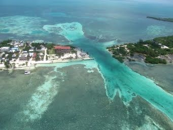 This Is Called The Split On Key Caulker Belize Hurricane Hattie Blew Through Here In 1961 And Literally Split The Island I Belize Travel Around The Worlds