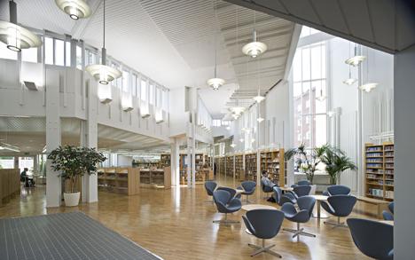 Vallilan kirjaston Piazza