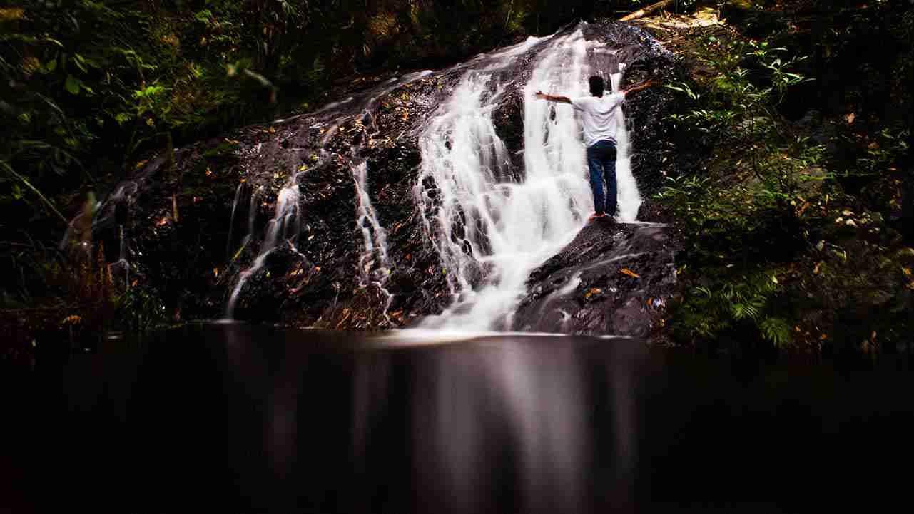 air terjun batang koban tingkat ke dua dengan tinggi sekitar 3 meter