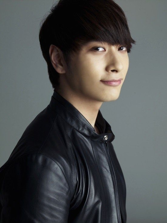 Five Fun Facts About Hwang Chansung http://www.kpopstarz.com/articles/143591/20141128/five-fun-facts-about-hwang-chansung.htm