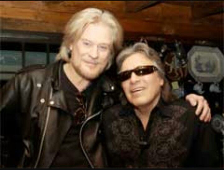 Daryl Hall invited Jose Feliciano on one the first episodes of LFDH to do a Christmas episode with him.