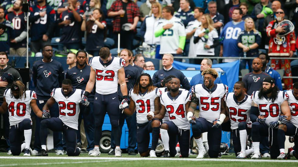 Most Houston Texans Kneel During National Anthem Texans Players Kneeling During National Anthem Nfl Players