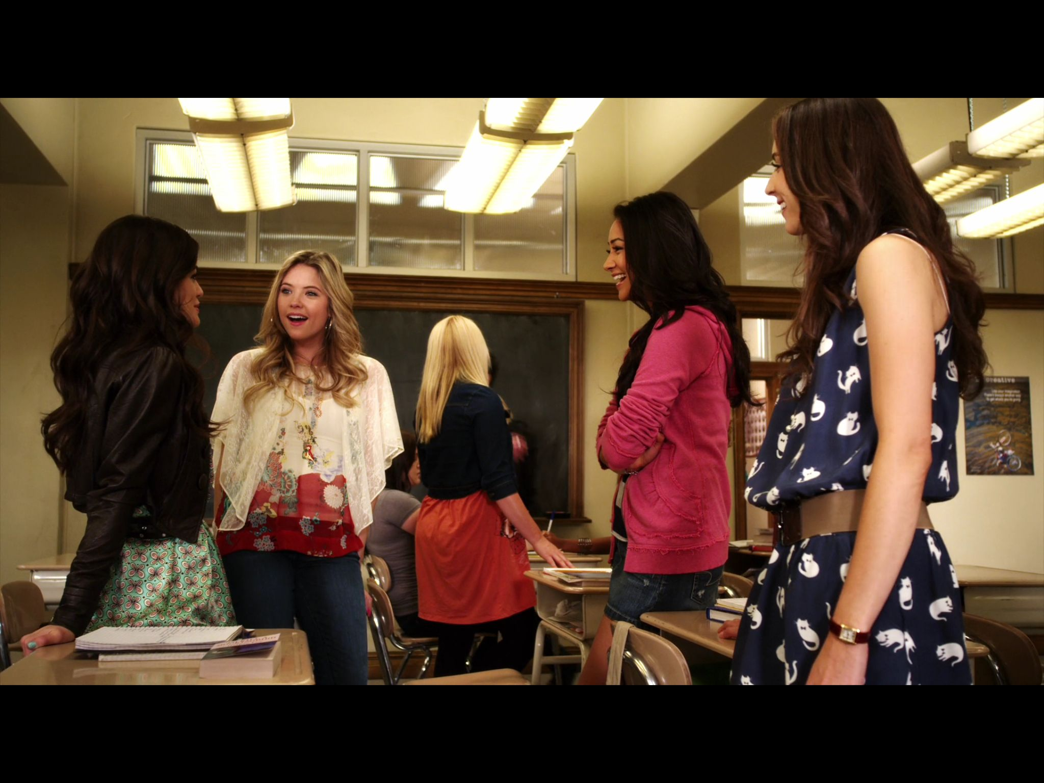 Related spencer hastings living room hanna marin kitchen - Find This Pin And More On Hanna Marin Season 1