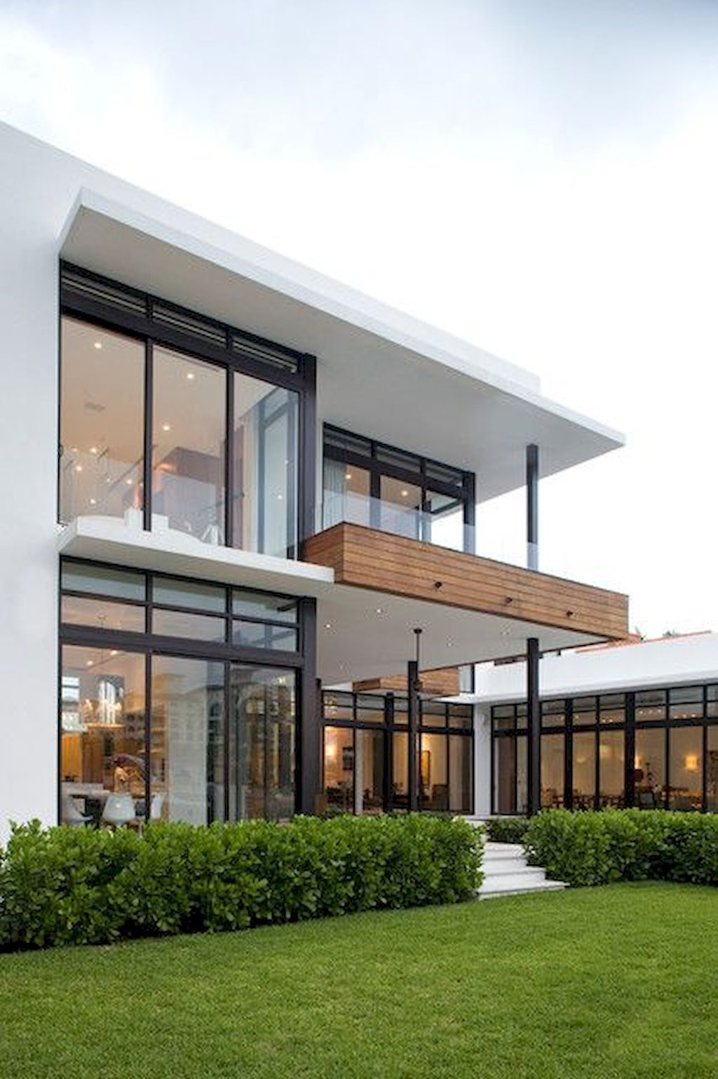 56 Stylish Home Black And White House Exterior Design 11 Oneonroom Modern House Design Modern Glass House Modern House Exterior