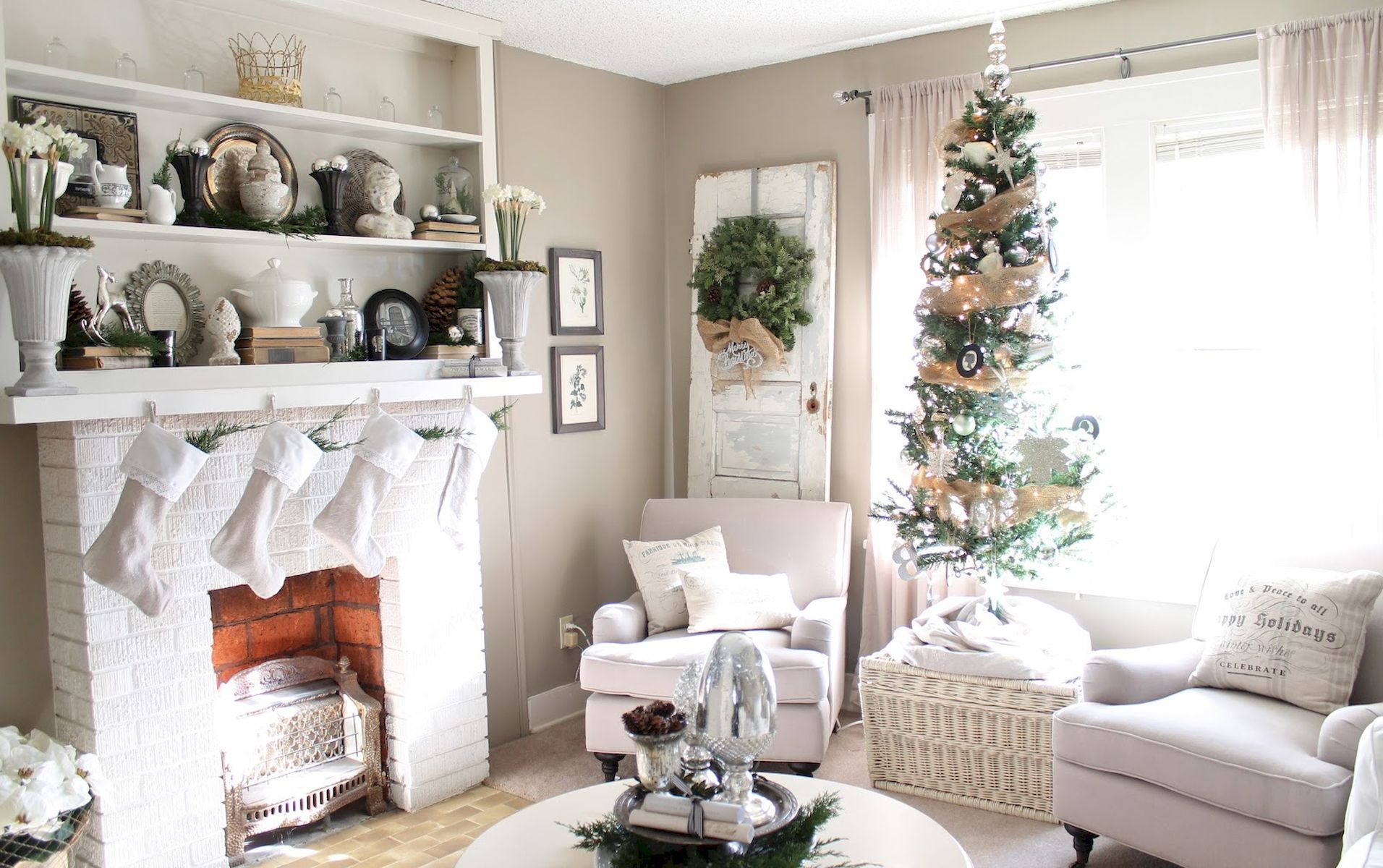 60 Elegant Farmhouse Christmas Decorating Ideas And Makeover