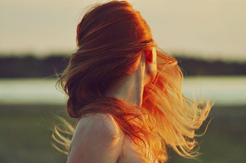 фотография красивой девушки рыжей со спины только сейчас