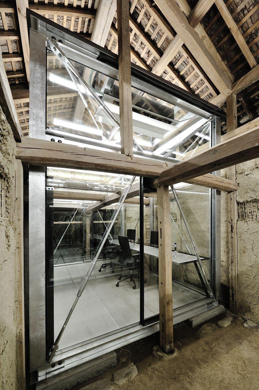 Suma Koya 近代的なオフィスデザイン 復興 インテリア エクステリア
