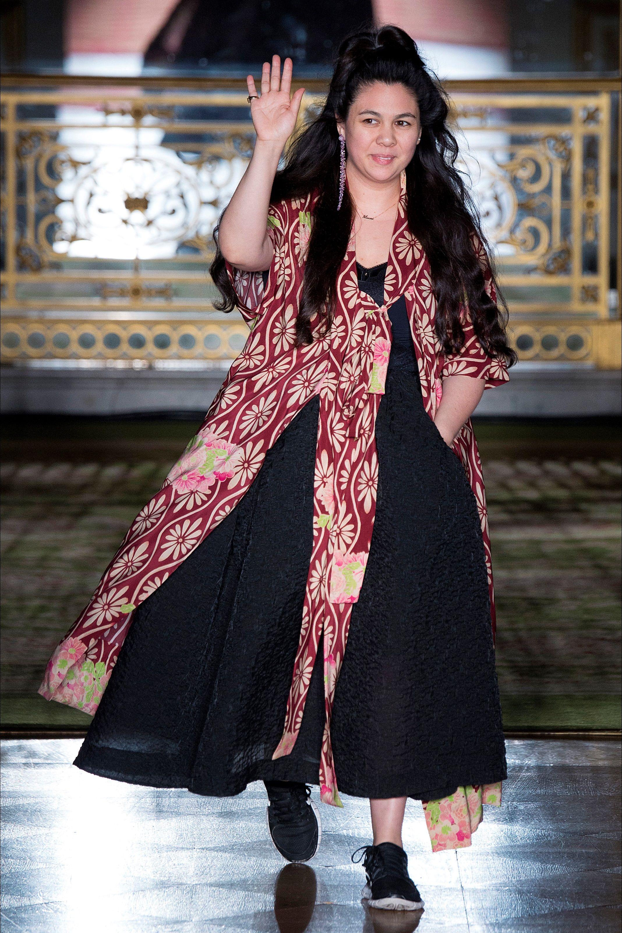 Guarda la sfilata di moda Simone Rocha a Londra e scopri la collezione di abiti e accessori per la stagione Collezioni Autunno Inverno 2016-17.