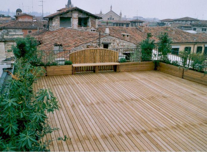 Pavimentazione in legno di pino su terrazzo | Arredo giardino ...