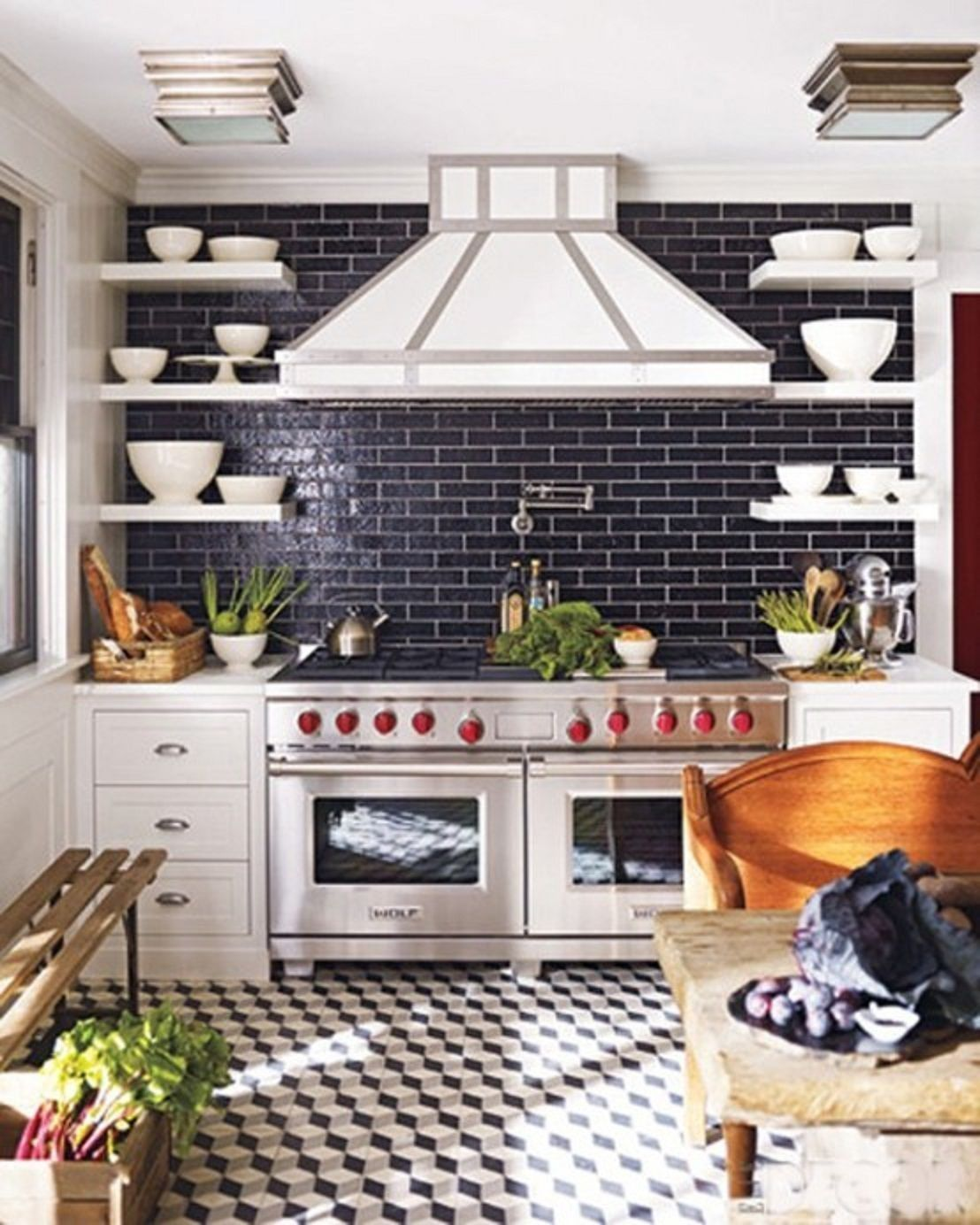 Clean And Classic Subway Tile Kitchen Backsplash Kitchen Inspirations Kitchen Remodel Home Kitchens