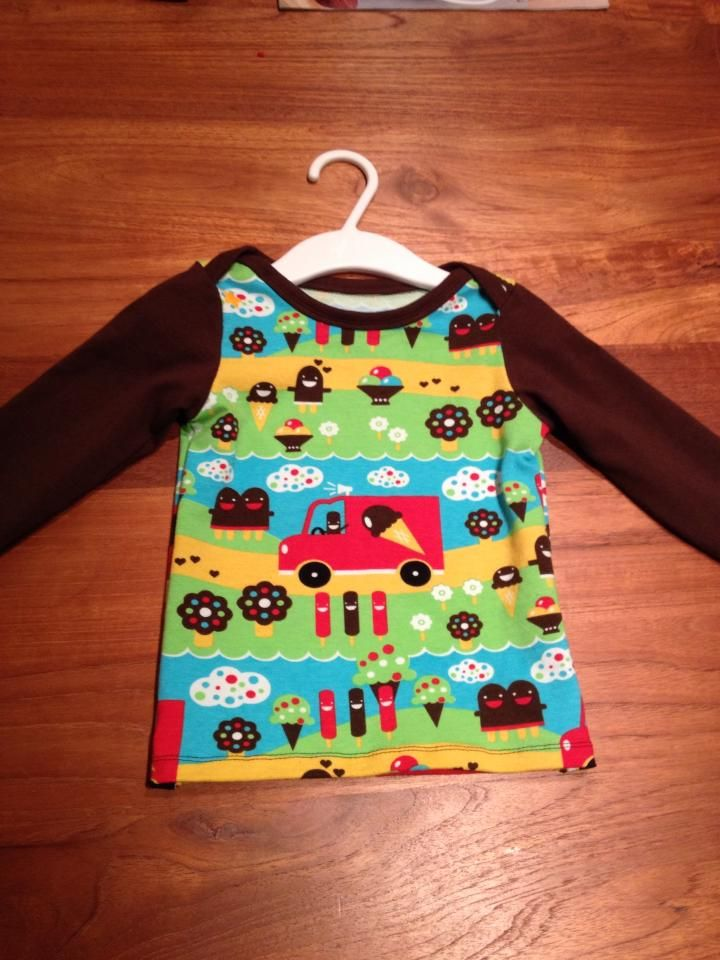 Ottobre 3/2011, shirt Happy Animals but made the sleeves a bit longer. Fabric from Joyfits, JNY Design.
