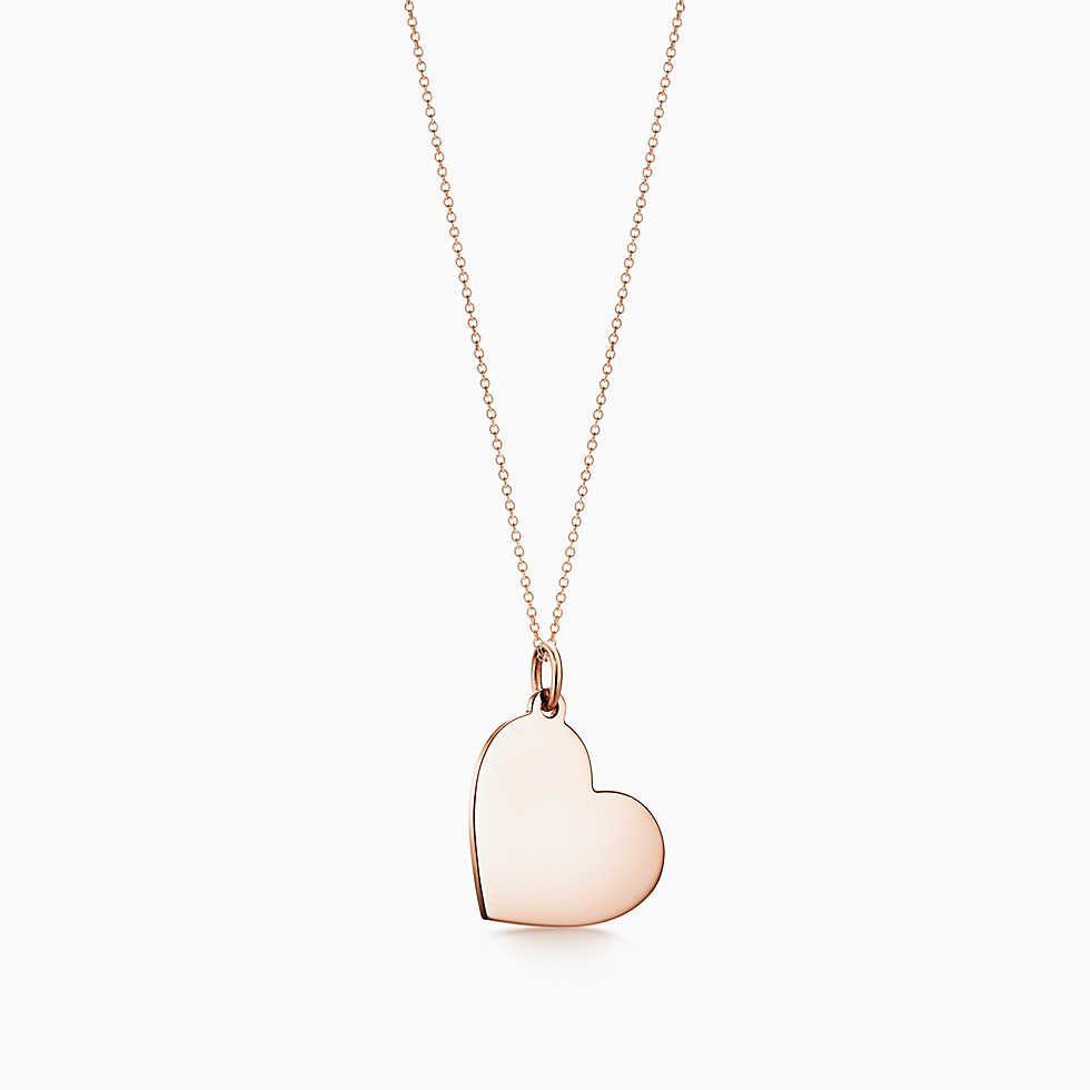 60a1d2948798 Dije con placa estilo corazón Tiffany oro rosa de 18k con un zafiro rosa