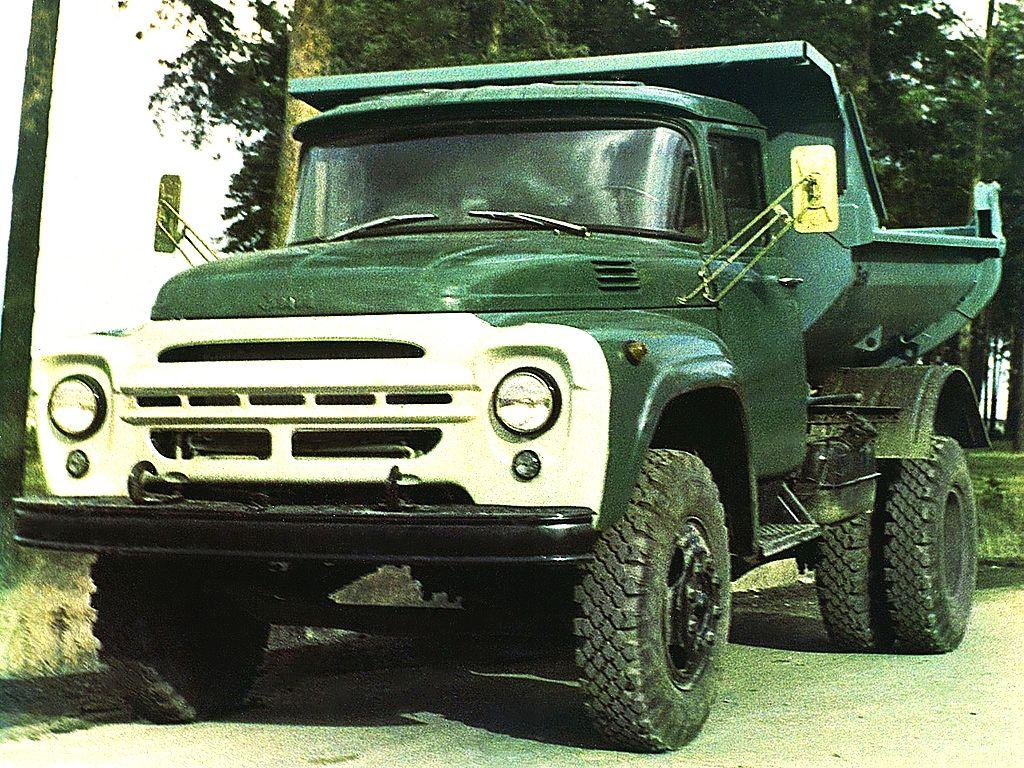 05 18 Самосвал ММЗ 555 на шасси ЗиЛ 130Д выпускался Мытищинским машиностроительным заводом. Предназначался для перевозки строительных и промышленных грузов 1967 год