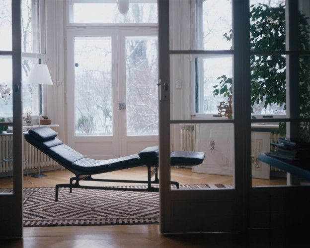 Chaise Designed By Charles And Ray Eames In 1968 Charles And Ray Gained Inspiration For Their Chaise From Directo Eames Chaise Vitra Design Armchair Design