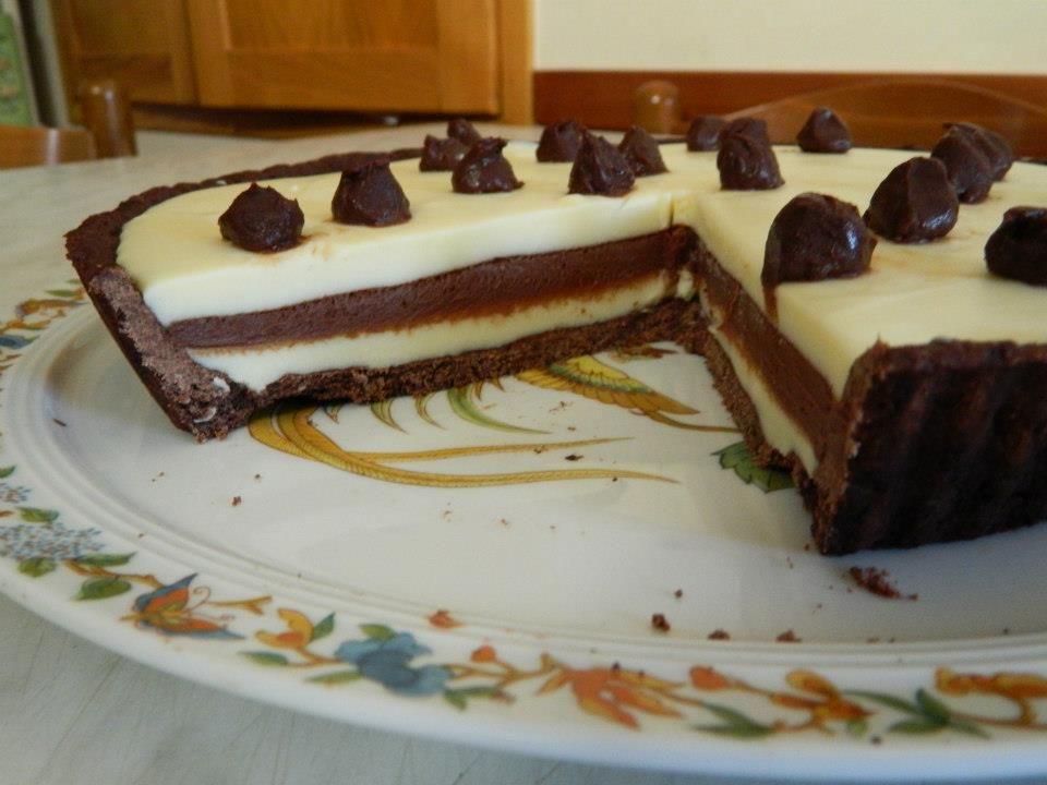 Crostata al doppio cioccolato Ed ecco la ricetta che tutte voi aspettavate…vi giuro che è buonissima come sembra! Ecco gli ingredienti: 250 gr farina 00, 100 gr di zucchero, 2 tuorli, 4 cucchiai di cacao,12 gr gelatina in fogli,310 gr...