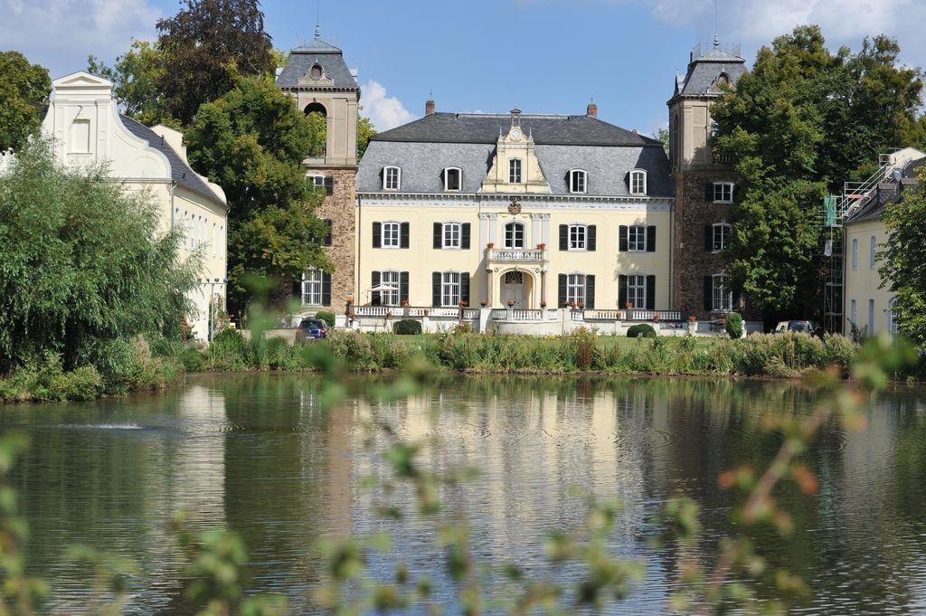 Landlust Burg Flamersheim In 2021 House Styles Mansions Locations
