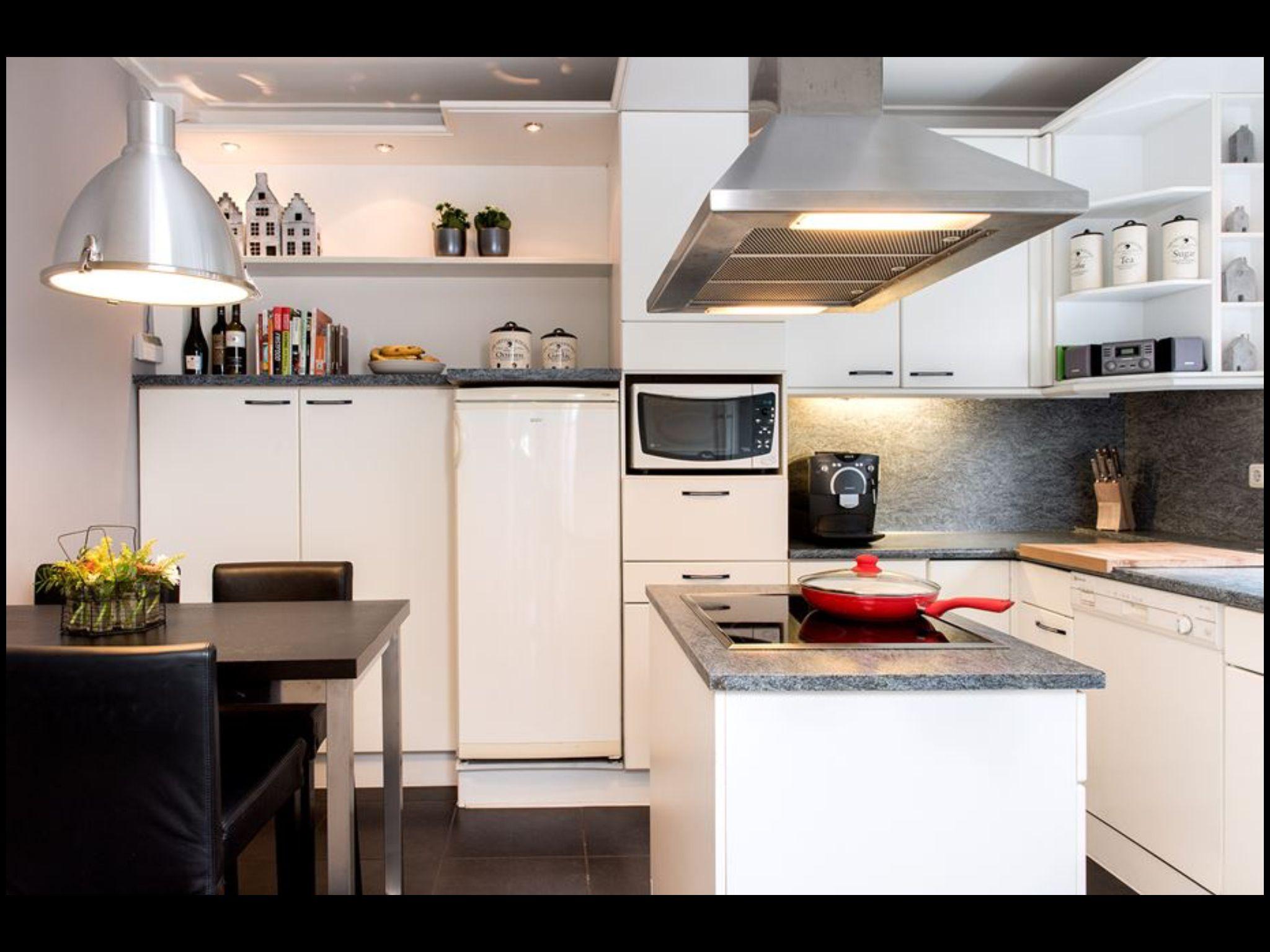 Keuken magnetron en koelkast gaan weg geen oven spotjes prima