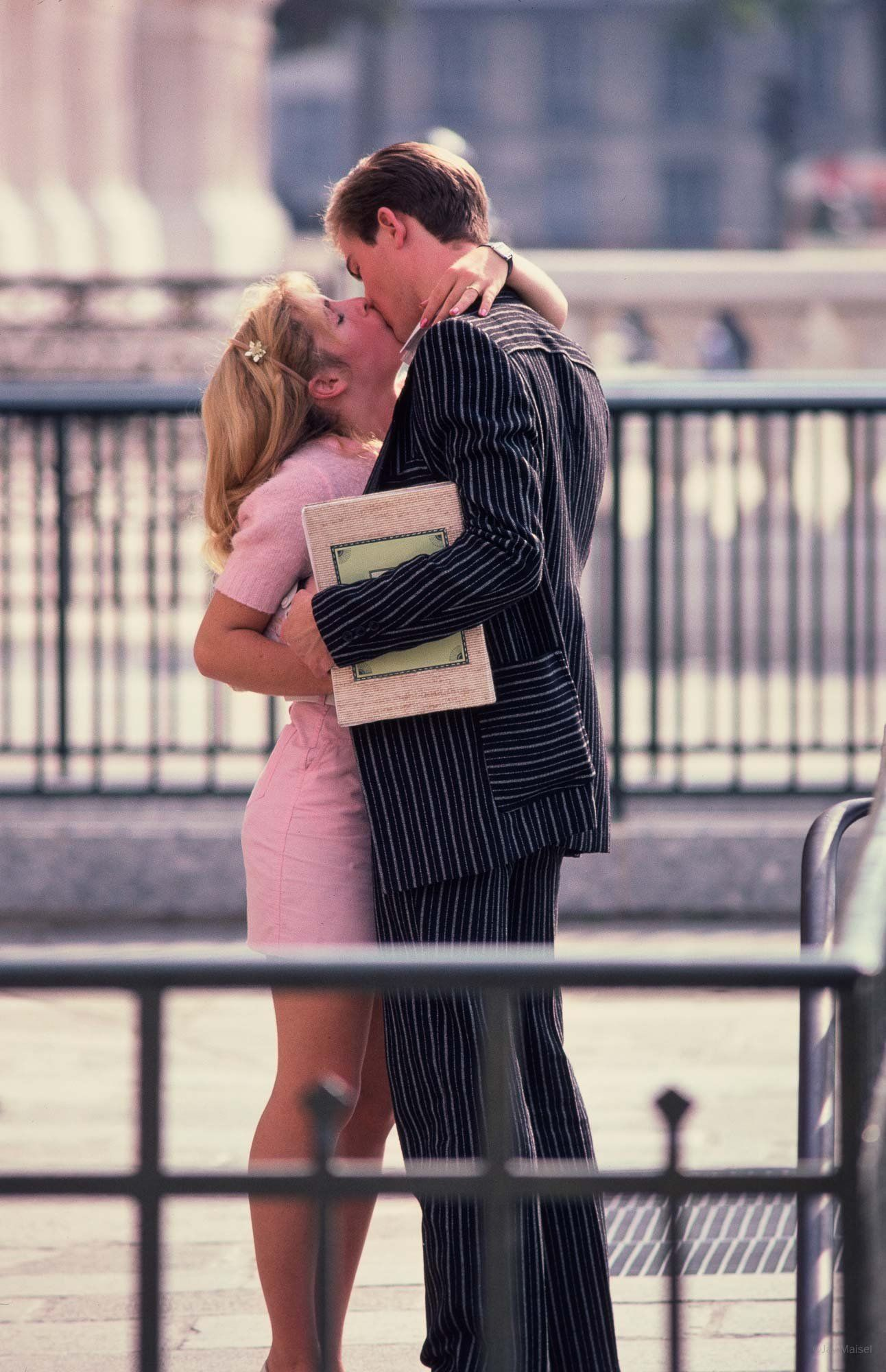 Couple Kissing Jay Maisel With Images Jay Maisel