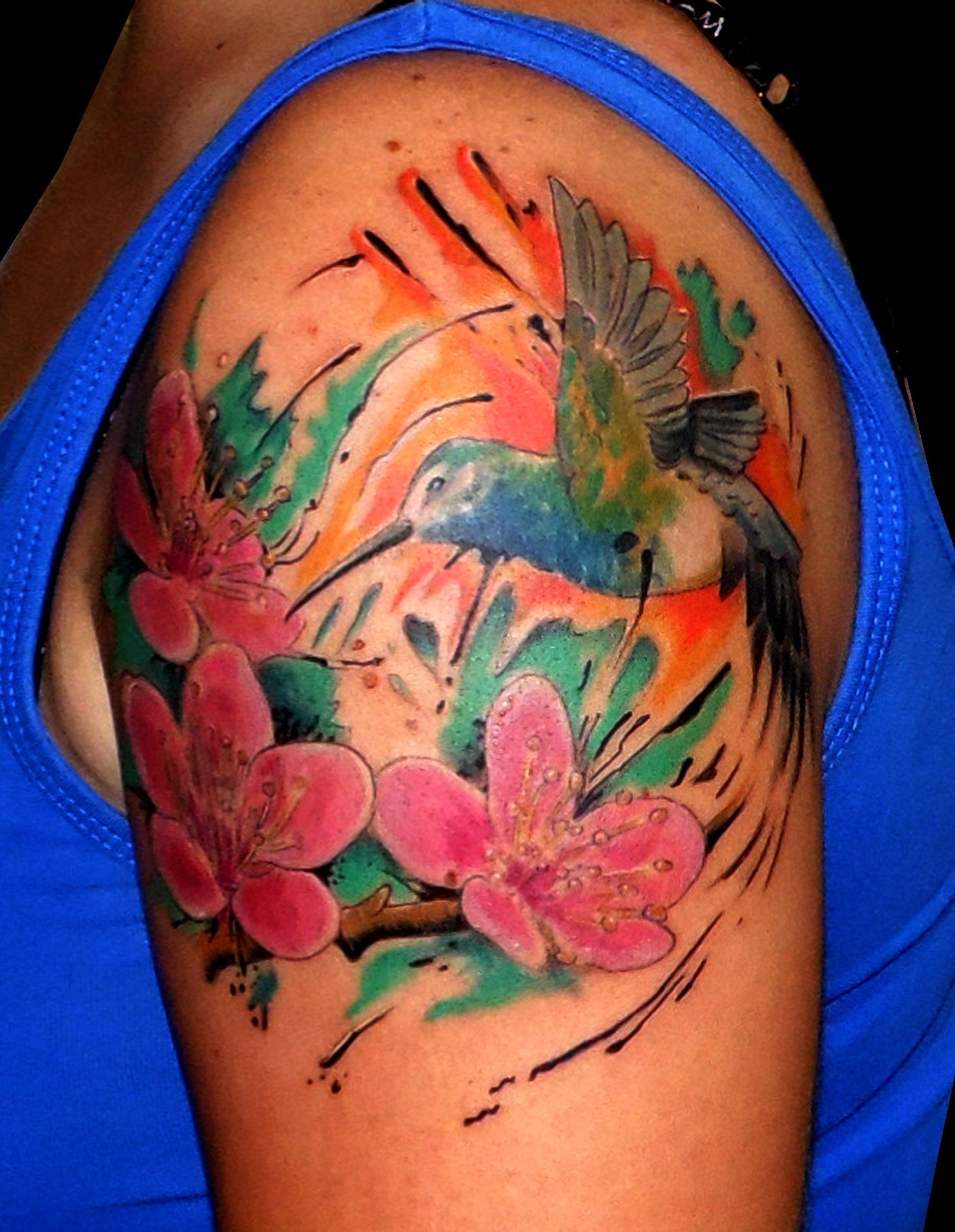 Tatuaje Tattoo Imágenes Color Colibrí Acuarela Hombro Brazo Flores