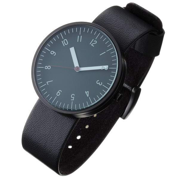 ステンレス腕時計(レギュラー) サイズは、直径41mm、厚さ10mm、重さ120g。
