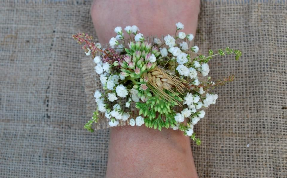 Babys Breath Corsage With Burlap Accents Bridesmaid Flowers Bridesmaid Corsage Babys Breath
