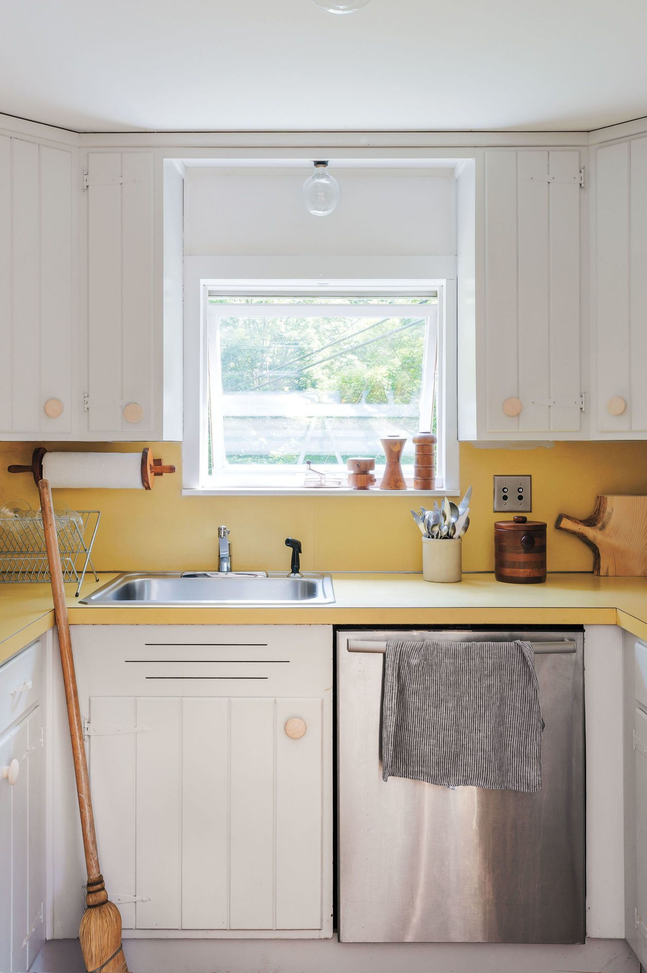 Best Expert Tips On Painting Your Kitchen Cabinets Painting 400 x 300