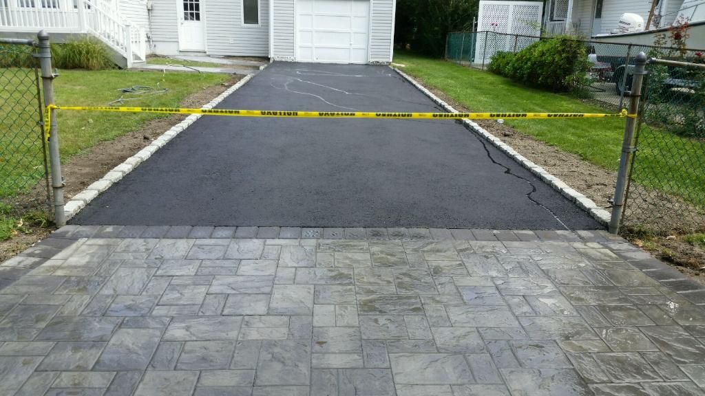 Cambridge Pavers Apron And Walkways Belgium Block Borders For Our New Driveway In Medford Ny Www Stone Paving Stones Walkway Stone Walkway Asphalt Driveway