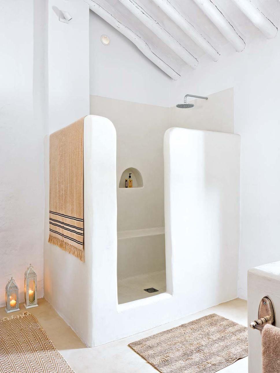 Une Vieille Ferme Prete Pour Noel En Espagne Idee Salle De Bain Decoration Salle De Bain Idees Salle De Bain