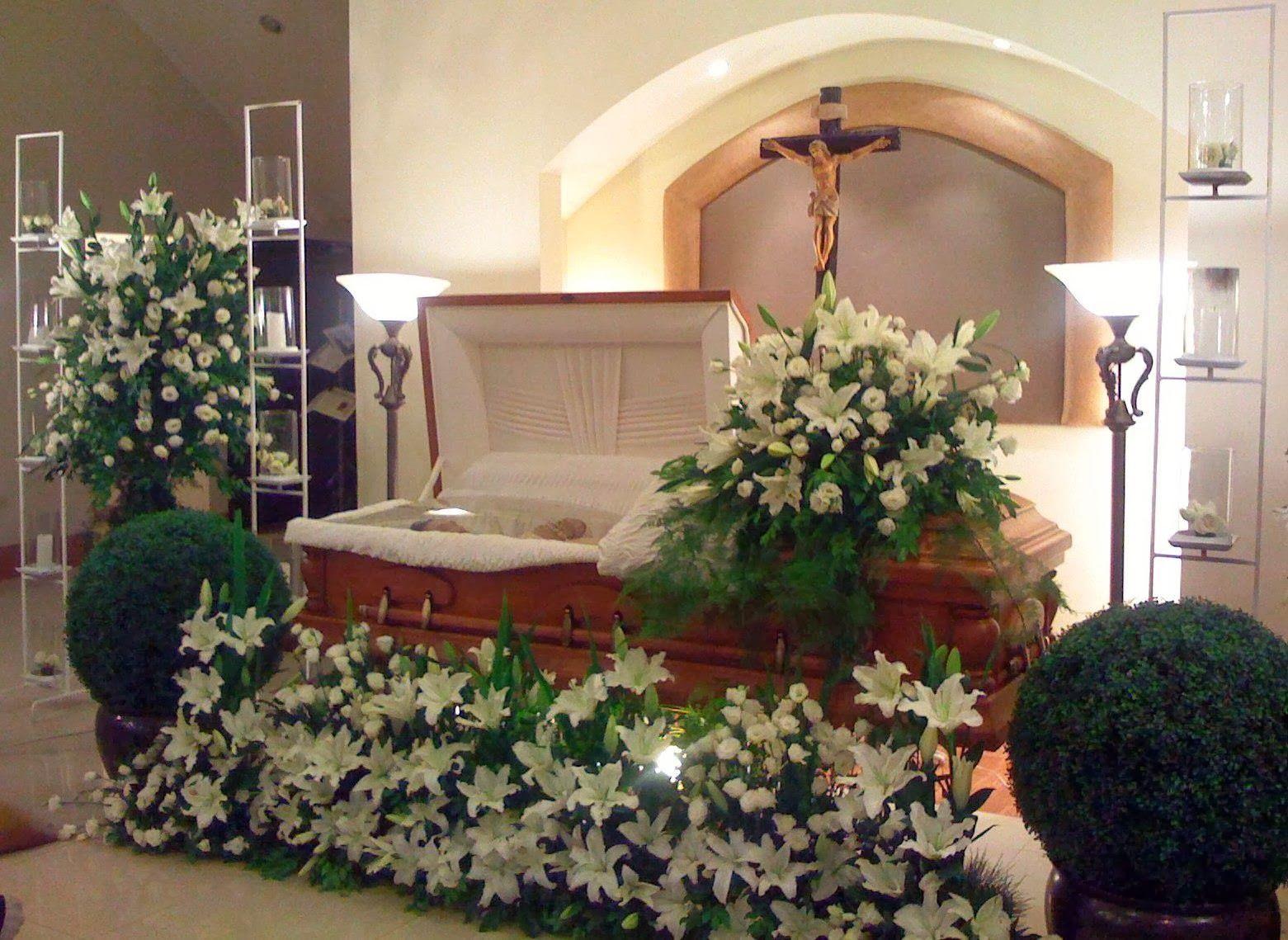 Nice White Floral Arrangements Around The Casket Funeral Flowers Casket Flowers Funeral Flower Arrangements