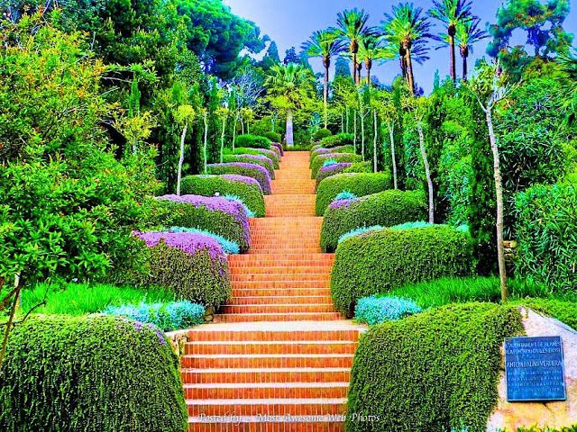 Images of beautiful gardens beautiful design most for Beautiful flower landscapes