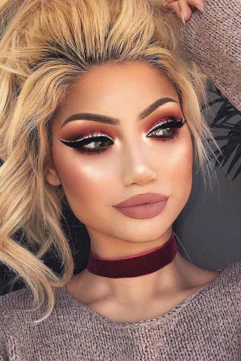 Makeup Ideas For Black And White Dress Kylie Jenner Prom Makeup Looks Prom Makeup Dramatic Eye Makeup [ 1229 x 820 Pixel ]