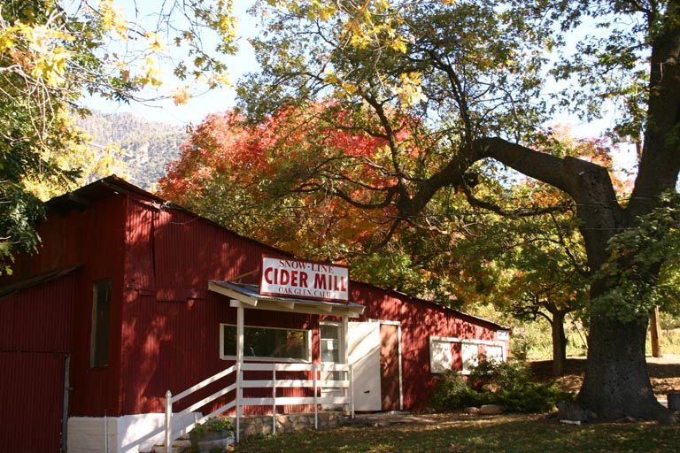 Oak Glen Snow Line Apple Orchard Yucaipa California Oak Glen California Family Vacation Spots Apple Farm