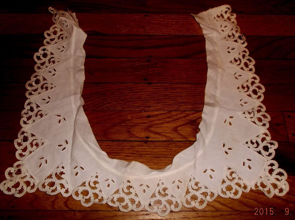 Vintage white eyelet and lace square neck collar~