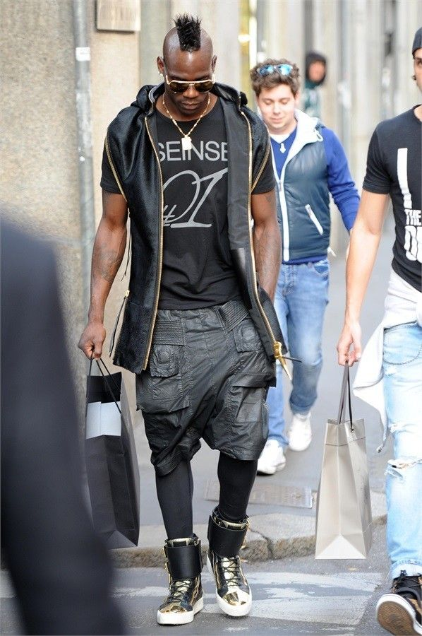 9dff493d Lo street style di Mario Balotelli Guy Fashion, Fashion Watches, Fashion  Shoes, Casual